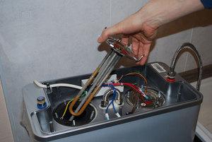 Как слить воду с бойлера аристон