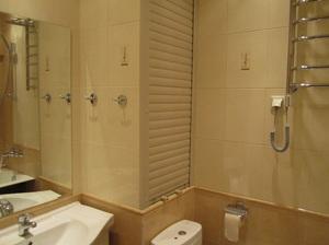 Дверцы для сантехнического шкафа в туалете