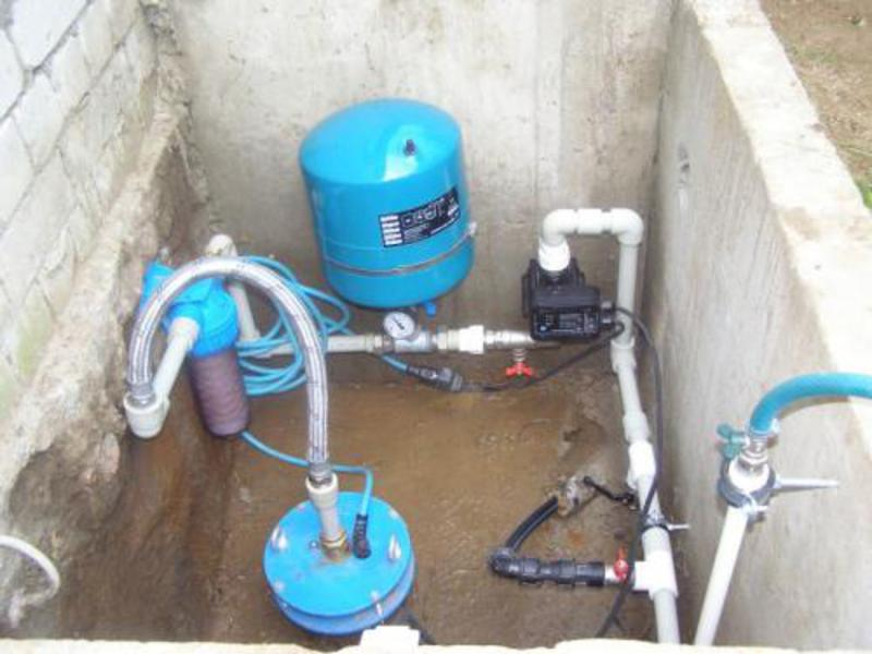 Проводим воду в частный дом из скважины своими руками видео