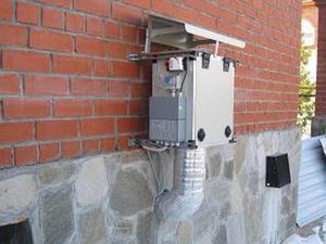 Вентиляционное оборудование может быть размещено снаружи дома.