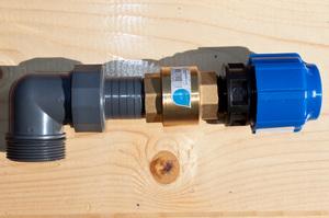 как соединить вибрационный насос с трубой пнд